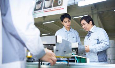 製造ラインにおける機器稼働と人員配置を最適化して生産性向上